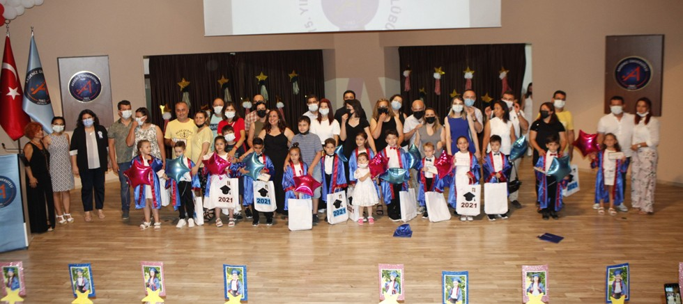 75. Yıl Kreş ve Çocuk Kulübü öğrencilerine mezuniyet töreni