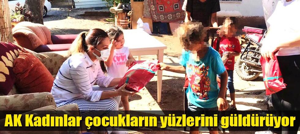AK Kadınlar çocukların yüzlerini güldürüyor