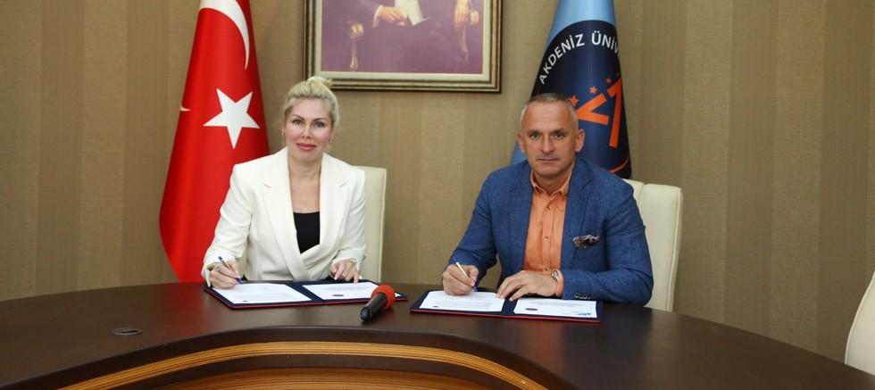 Akdeniz Üniversitesi ile Gençlik ve Spor İl Müdürlüğü arasında kapalı havuz protokolü
