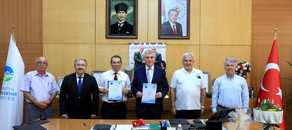 Akdeniz Üniversitesi ile Sakarya Büyükşehir Belediyesi arasında kenevir protokolü imzalandı