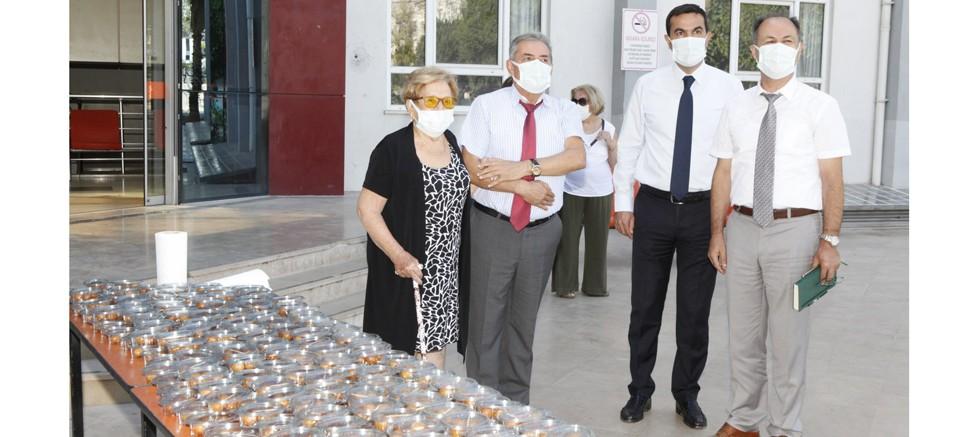 Akdeniz Üniversitesi'nde hayırsever Gülseren Çiftçiler için lokma dağıtımı yapıldı