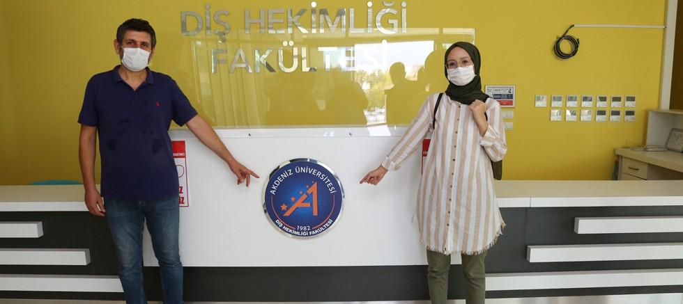 Akdeniz Üniversitesi'ni kazanan öğrenciden Rektör Özkan'a ziyaret