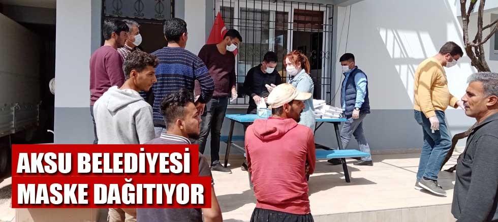 Aksu Belediyesi maske dağıtıyor
