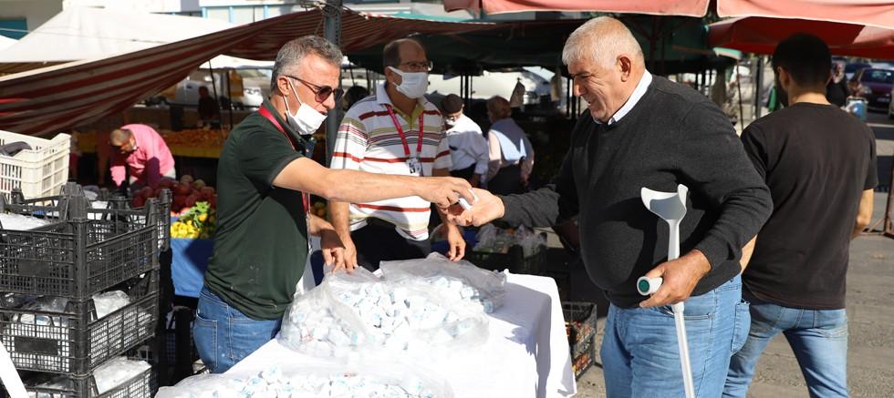 Alanya Belediyesi Mevlit Kandili öncesi 38 camide lokum dağıttı