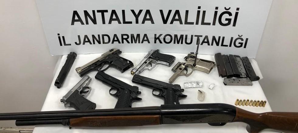 Alanya'da Jandarmadan yasadışı silah imalathanesine baskın