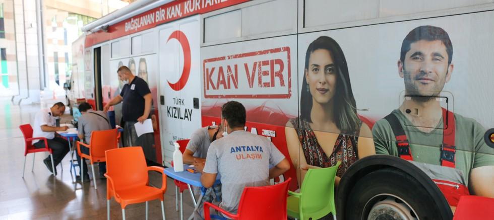 Antalya Ulaşım A.Ş.'den Kızılay'a destek
