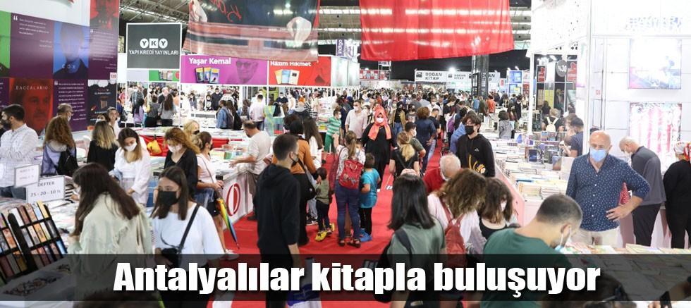 Antalyalılar kitapla buluşuyor