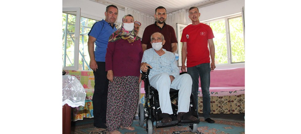 Başkan Genç, söz verdi, akülü tekerlekli sandalyeler teslim edildi