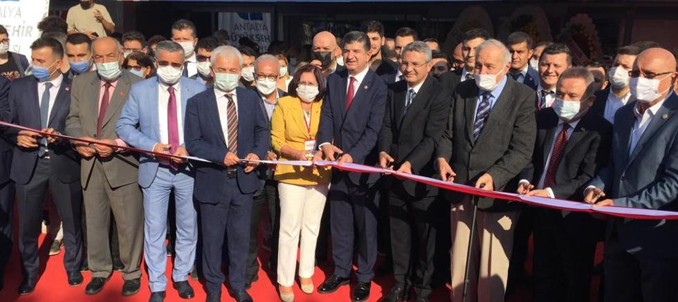 Başkan Topaloğlu Antalya Kitap Fuarı'nda