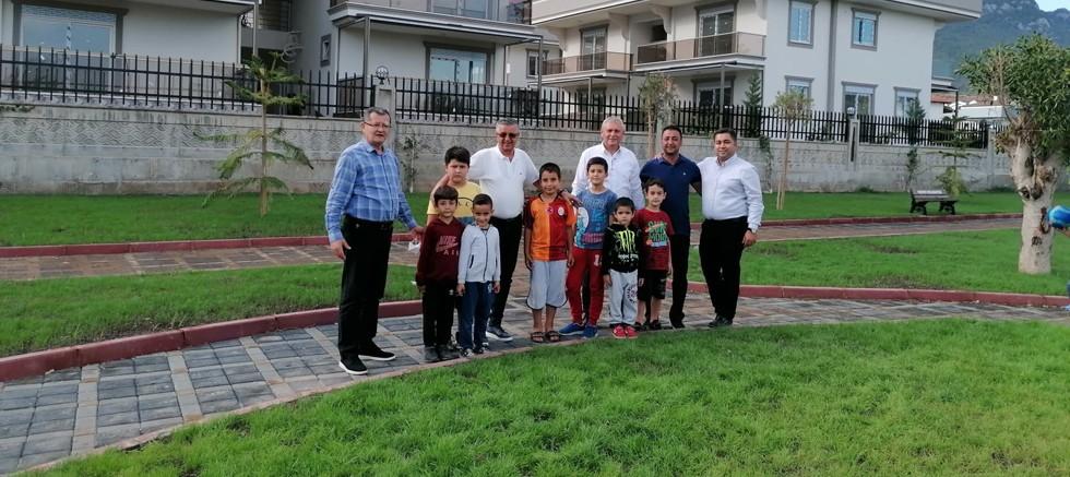 Başkan Topaloğlu Kuzdere mahallesinde yapılan parkta çocuklarla biraraya geldi