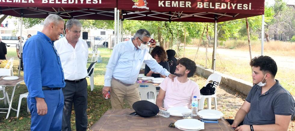 Başkan Topaloğlu'ndan öğrencilere moral kahvaltısı