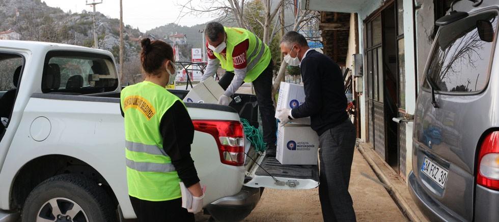 Büyükşehir Belediyesi karantinaya alınan mahalleye gıda yardımı yaptı
