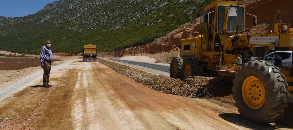 Büyükşehir Belediyesi Naldöken yolunu bakıma aldı