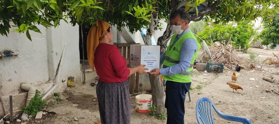 Büyükşehir'in Ramazan gıda paketi yardımı sürdürüyor
