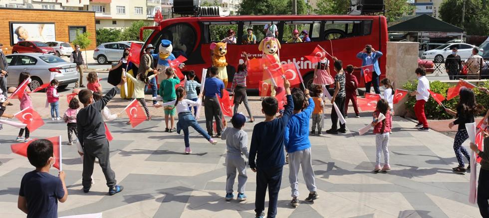 Büyükşehir Manavgat ve Serikli çocuklara 23 Nisan coşkusu yaşattı