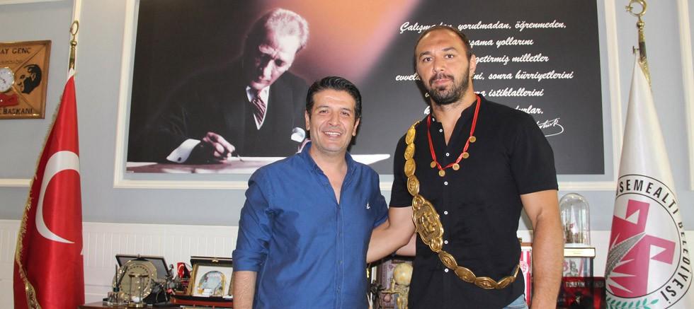 """Döşemealtı Belediye Başkanı Genç: """"Antalya'nın gururu Ali Gürbüz"""""""