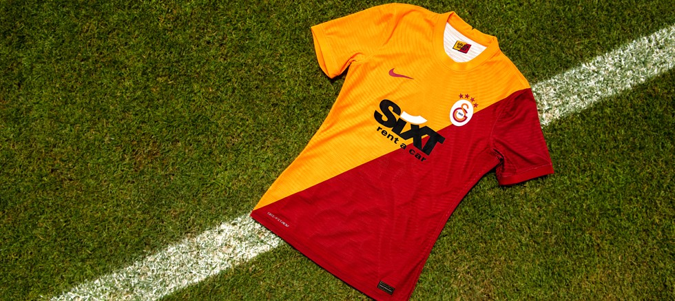 Galatasaray ve Nike formalarını tanıttı