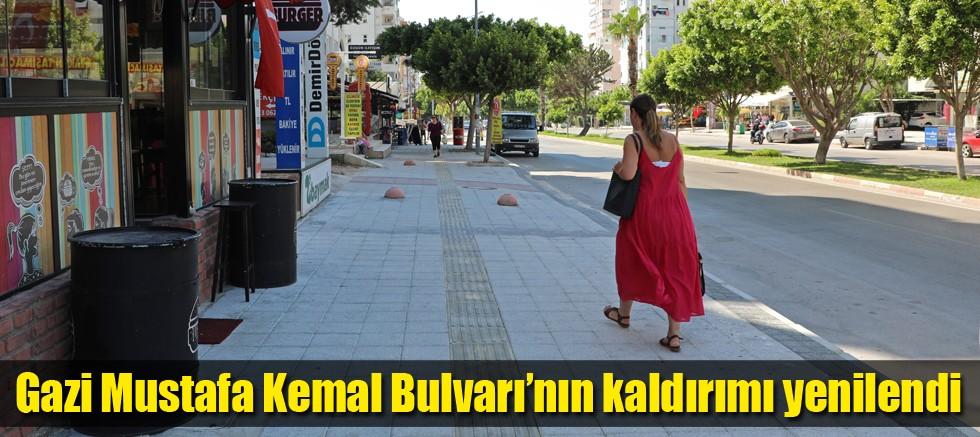 Gazi Mustafa Kemal Bulvarı'nın kaldırımı yenilendi