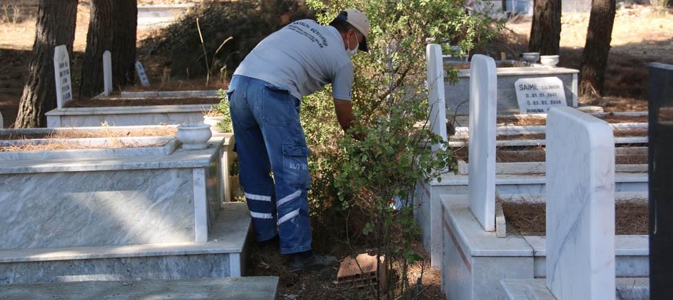 İlçelerde mezarlık bakımları sürüyor