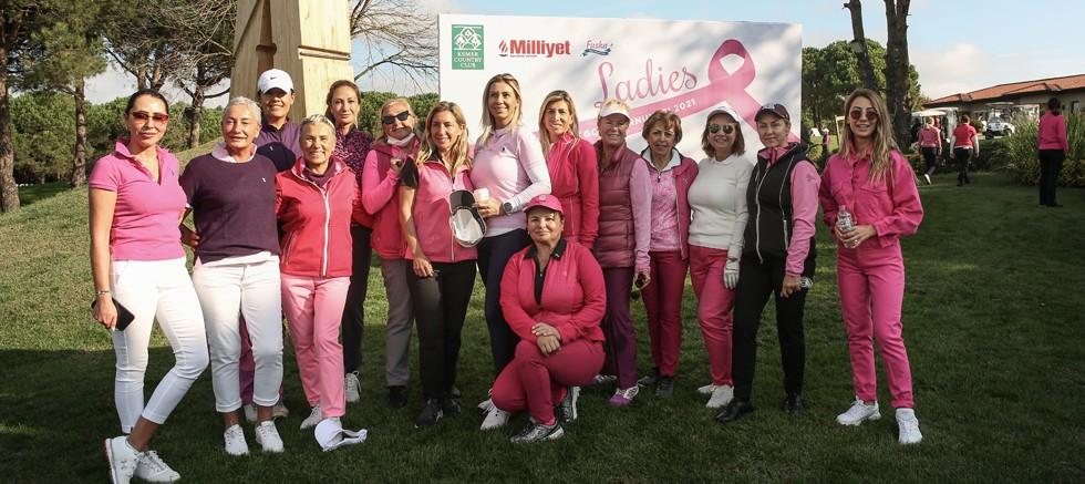 """Kadın golfçüler """"Ladies Meme Sağlığı Golf Turnuvası 2021'' ile farkındalık yaratmak amacıyla sahadaydı"""
