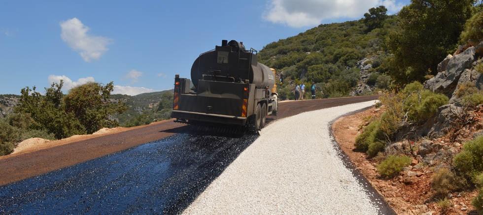 Kaş Aklar grup yolunda asfalt çalışması