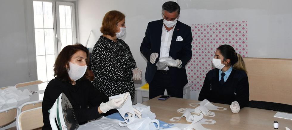 Kemer Belediyesi kendi maskesini üretiyor