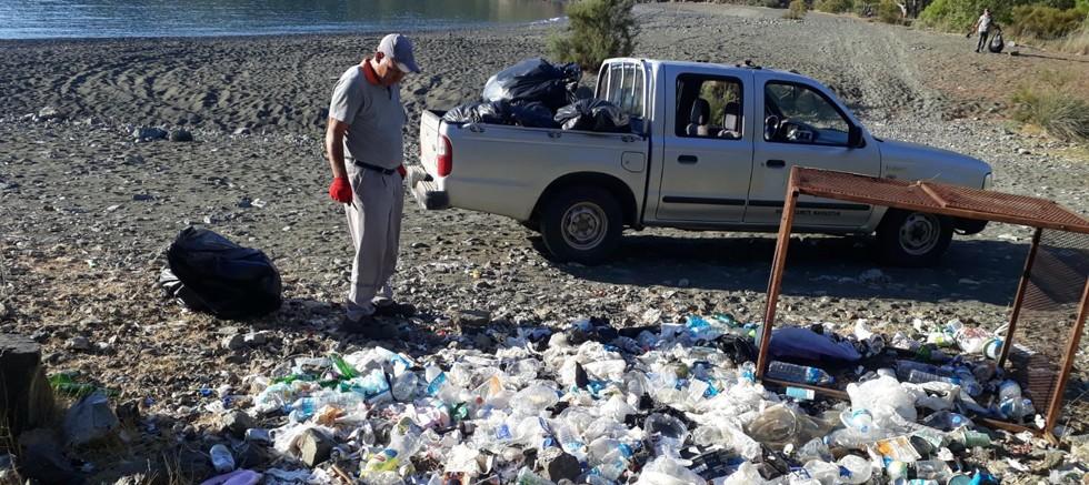Kemer Belediyesi'nden koylarda temizlik çalışması