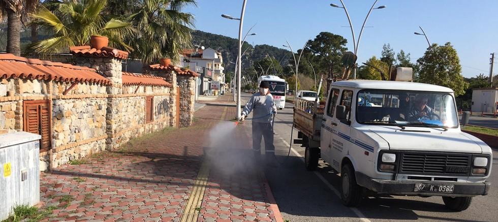 Kemer'de dezenfekte çalışmaları hızla devam ediyor