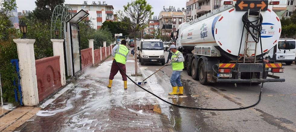Kepez'de cadde ve sokaklar dezenfekte ediliyor