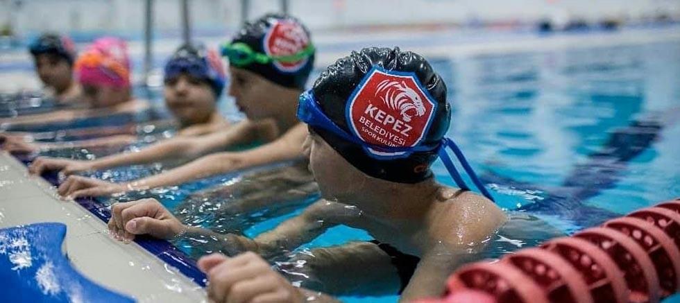Kepez'de yüzme kurslarına büyük ilgi