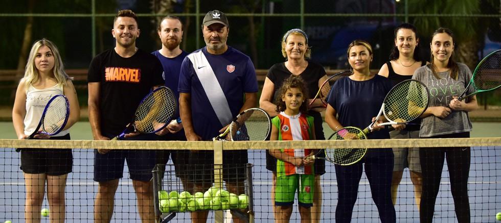 Kepez'den ücretsiz tenis kursu