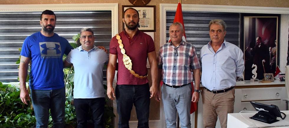 Kırkpınar Başpehlivanı Ali Gürbüz Kemer Belediyesi'nde...