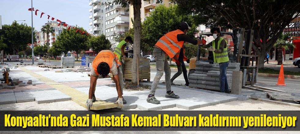 Konyaaltı'nda Gazi Mustafa Kemal Bulvarı kaldırımı yenileniyor