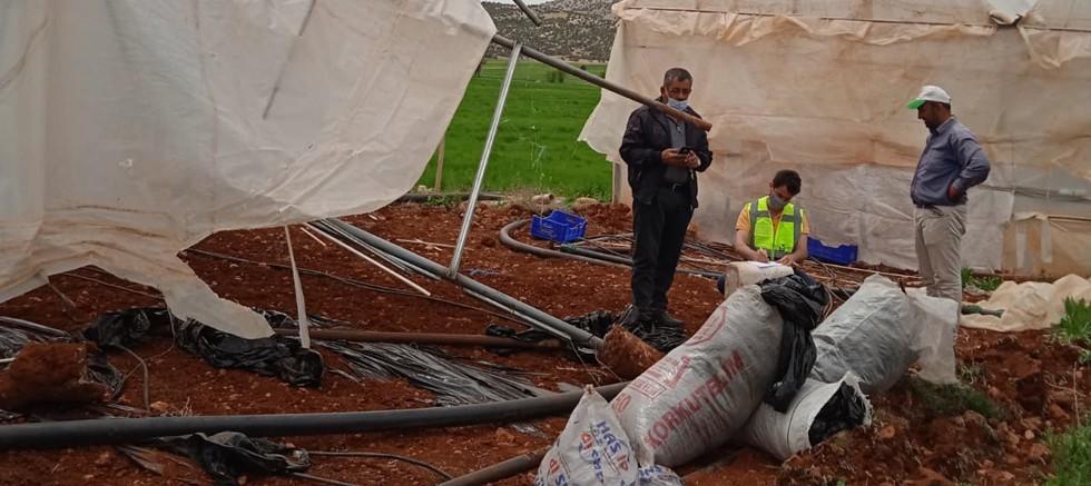Korkuteli Ulucak'ta serası zarar gören çiftçiye destek