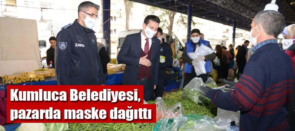 Kumluca Belediyesi, pazarda maske dağıttı