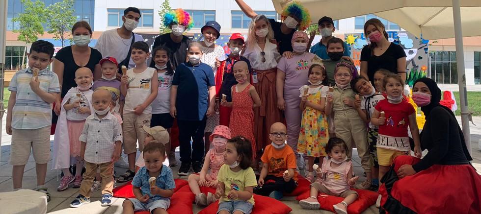 Lösemili çocukların bayram sevinci