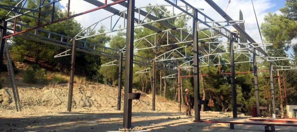 Manavgat Belediyesi'nden Gençler ve Çardak'a çok amaçlı kapalı alan