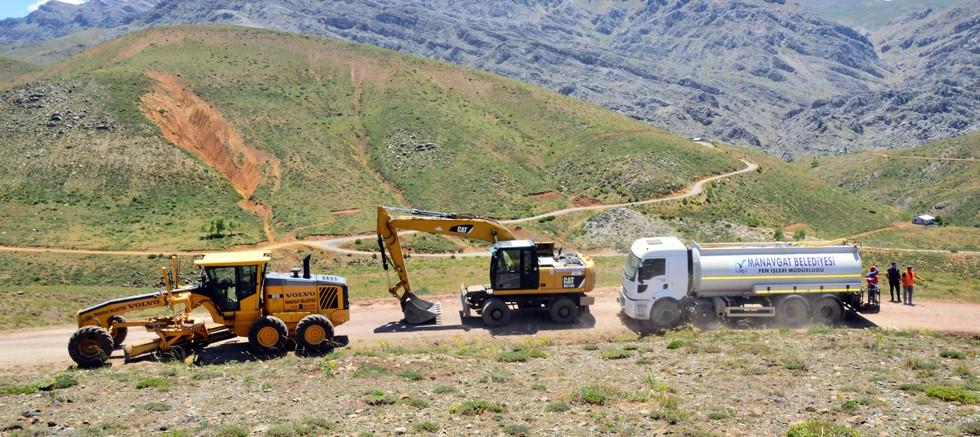 Manavgat Belediyesi'nden Hocalı yaylasına yol bakımı