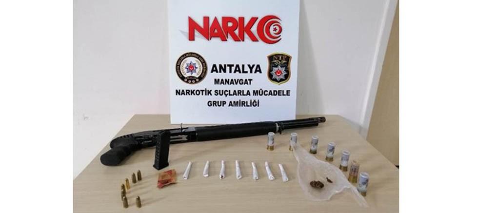 Manavgat'ta araç içinde uyuşturucu madde ele geçirildi.
