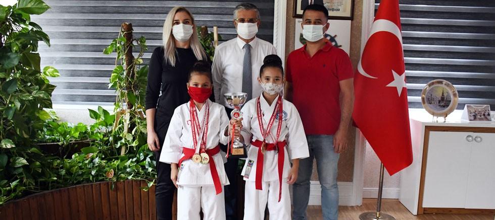 Minik karatecilerden Başkan Topaloğlu'na ziyaret