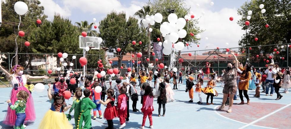 Minikler 23 Nisan'ı Masal Köyü'nde kutladı