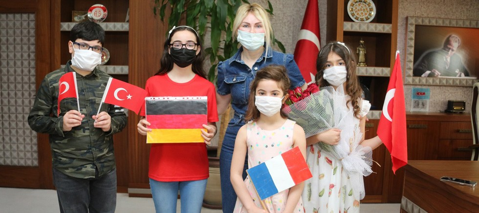 Miniklerden Rektör Özlenen Özkan'a ziyaret