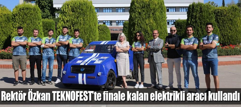 Rektör Özkan TEKNOFEST'te finale kalan elektrikli aracı kullandı