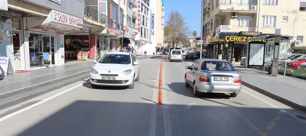Serik'te Prof. Dr. Yaşar Uçar Caddesi çift yönlü ulaşıma açıldı