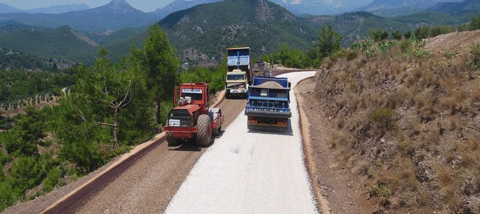 Serik Yumaklar grup yoluna asfalt