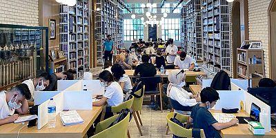 Antalya Cemil Meriç Kütüphanesi'ni çok sevdi