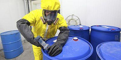 Kimyasallarla çalışırken güvende kalmanın 5 önemli adımı