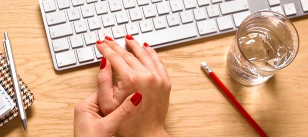 Uzun süreli bilgisayar kullanımı karpal tünel sendromuna neden oluyor